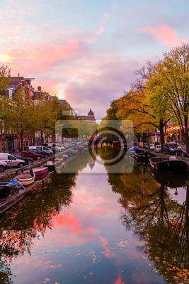 Amsterdam-Kanalansicht in Abendzeit.