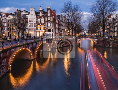 Amsterdam Kanäle und Brücken am Abend