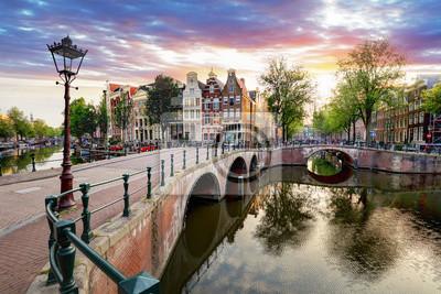 Poster Amsterdam Kanalhäuser bei Sonnenuntergang Reflexionen, Niederlande