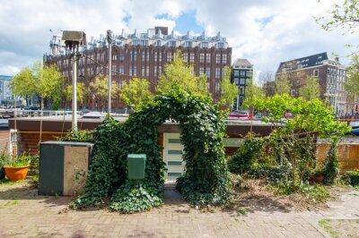 Amsterdam, Niederlande, April 27: Eingang zum traditionellen Amsterdamer Hausboot auf April 27,2015. Amsterdam ist die bevölkerungsreichste Stadt des Königreichs der Niederlande.