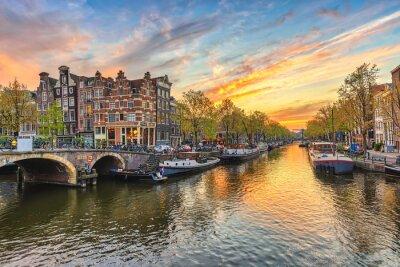 Poster Amsterdam Sonnenuntergang Stadt Skyline am Kanal Waterfront, Amsterdam, Niederlande