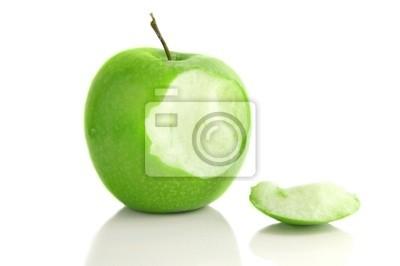 Apple mit einem Biss herausgenommen, isoliert auf weiß