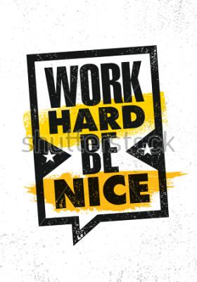Poster Arbeite hart, sei nett. Inspirierende kreative Motivation Zitat Poster Vorlage. Vektor-Typografie-Fahnen-Konzept des Entwurfes auf Schmutz-Beschaffenheits-rauem Hintergrund