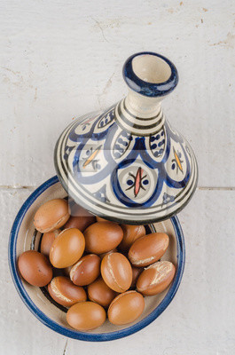 Argan Frucht in einer marokkanischen Tajine