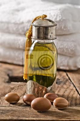 Argan-Öl und Früchte