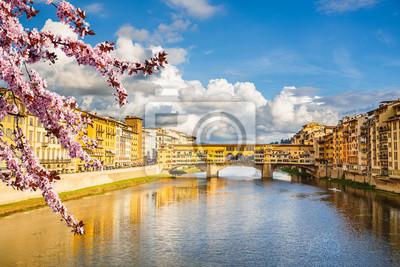 Arno Fluss in Florenz im Frühjahr, Italien
