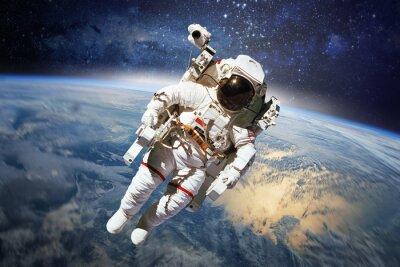 Poster Astronaut im Weltraum mit dem Planeten Erde als Hintergrund. Elements
