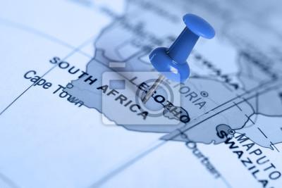 Auf der Karte blau Pin.