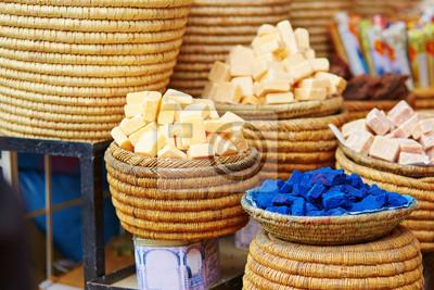 Auswahl der Gewürze auf einem marokkanischen Markt