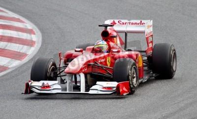 Poster BARCELONA, Spanien - 18. Februar 2011: Fernando Alonso von Ferrari-Team fährt mit seinem F1-Auto während der Formula One Teams Testfahrten in Circuit de Catalunya.