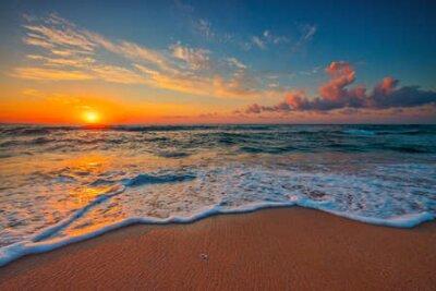 Poster Beautiful cloudscape over the sea, sunrise shot