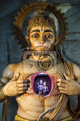 Beleuchtete Statue von Hanuman, das Rama und Sita