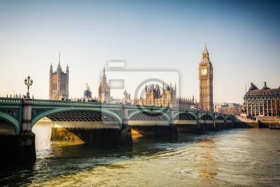 Big Ben und Westminster Bridge in London im Herbst