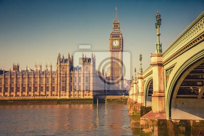 Big Ben und Westminster Brücke in London im Herbst
