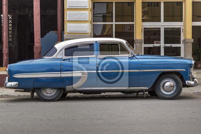 Blau amerikanisches Auto in Guantanamo, Kuba