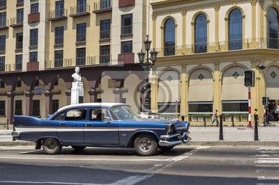 Blaue Oldtimer in Havanna, Kuba
