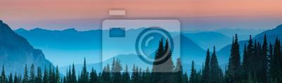 Poster Blaue Stunde nach Sonnenuntergang über den Cascade Bergen