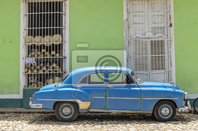 Blauer Oldtimer in Trinidad, Kuba