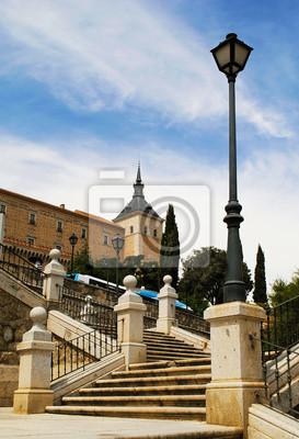 Blick auf das Schloss mit einem Turm in Toledo, Spanien