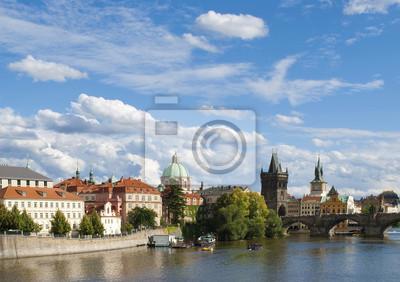 Blick auf die Moldau und die Karlsbrücke in Prag, Tschechische Repu
