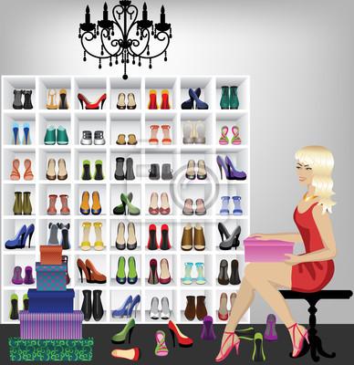 blonde Frau versucht auf Schuhe in Boutique