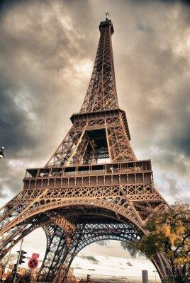 Bottom-Up-Blick auf den Eiffelturm, Paris