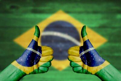 Poster Brasilien-Flagge auf den weiblichen Händen gemalt Daumen nach oben