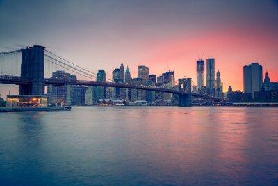 Poster Brooklyn-Brücke und Manhattan in der Dämmerung