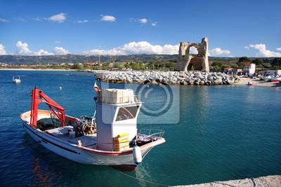 Bunte Boote im Hafen, Briatico, Kalabrien, Italien