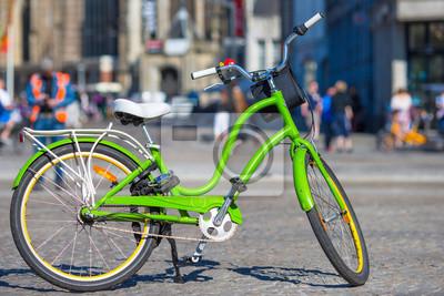 Bunte Fahrräder auf den Straßen in Amsterdam, Niederlande