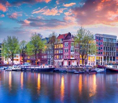 Poster Bunte Frühjahr Sonnenuntergang auf den Kanälen von Amsterdam