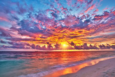 Poster Bunte Sonnenuntergang über Ozean auf Malediven
