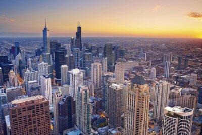Poster Chicago. Luftaufnahme der Innenstadt von Chicago in der Dämmerung von hoch oben.