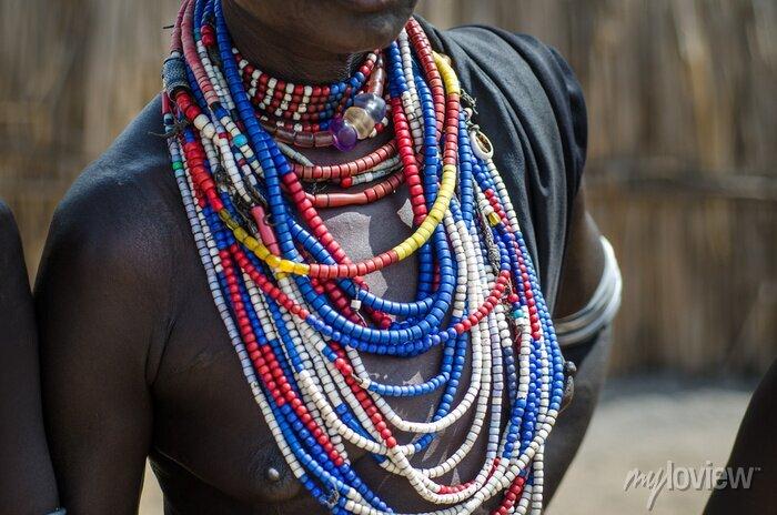 Poster Close up von Halsketten aus Arbore Stammfrau