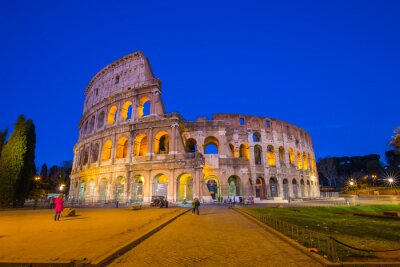 Poster Colosseum at night in Rome, Italy