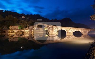 Devils-Brücke nachts in Lucca, Italien