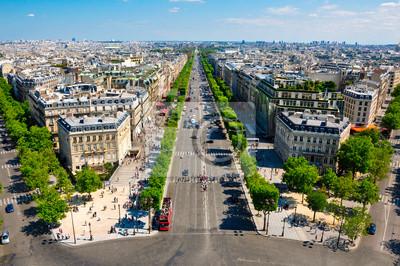 Die Champs-Elysées vom Arc de Triomphe gesehen.