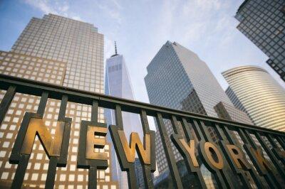 Poster Die moderne Wolkenkratzer der Innenstadt von Manhattan New York City Skyline Turm in den blauen Himmel