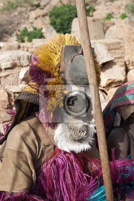 Dogon Stämme Männer tanzen mit ihren traditionellen Maske, Mali.