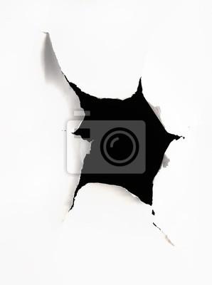 Ein Loch in ein Stück Papier abgerissen
