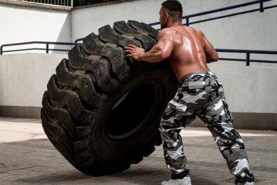 Poster Ein muskulöser Mann die Teilnahme an einem Kreuz fit Workout