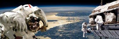 Poster Ein Team von Astronauten Durchführung von Arbeiten an einer Raumstation. - Elemente dieses Bildes von der NASA eingerichtet.