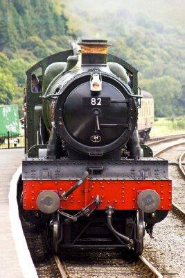 Poster Eine Dampf Zug kommt im Bahnhof