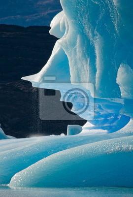 Eisberge auf dem Bergsee in Argentinien.