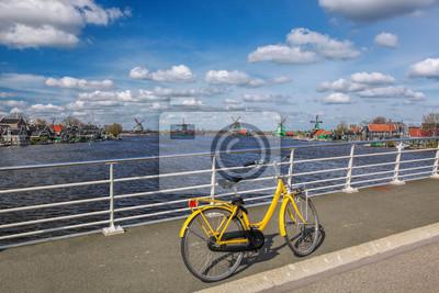 Fahrrad auf der Brücke in Amsterdam Bereich, Holland