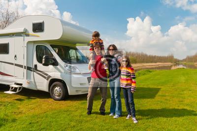 Familienurlaub auf dem Campingplatz. Reisen Sie mit Kindern Wohnmobil
