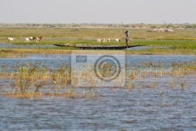 Fischer in einem Einbaum im Niger-Fluss.