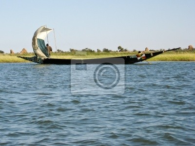Fischer in einem Einbaum in der Niger-Fluss.