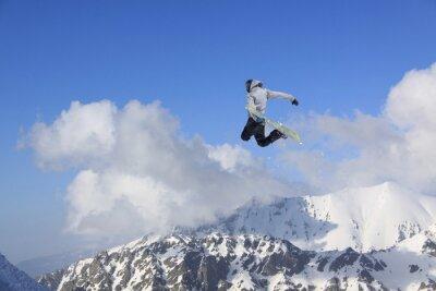 Poster Fliegen Snowboarder auf Berge. Extremsport.