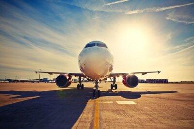 Poster Flugzeug auf den Sonnenaufgang